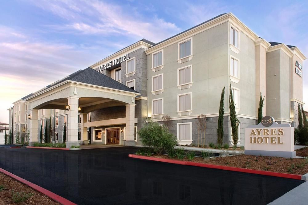 Discount hotels and attractions in Fountain Valley, California