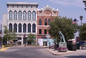 Discount hotels and attractions in Shelbyville, Indiana
