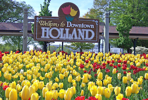 Discount hotels and attractions in Holland, Michigan