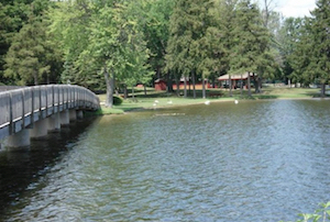 Discount hotels and attractions in Paw Paw, Michigan