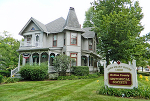 Discount hotels and attractions in Wadsworth, Ohio