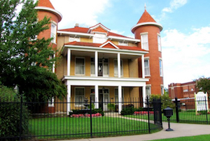 Discount hotels and attractions in Claremore, Oklahoma