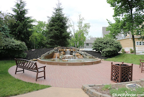 Discount hotels and attractions in Brownsburg, Indiana