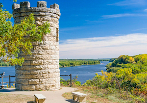 Discount hotels and attractions in Dubuque, Iowa