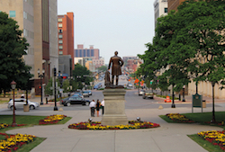 Discount hotels and attractions in Lansing, Michigan