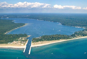 Discount hotels and attractions in Whitehall, Michigan