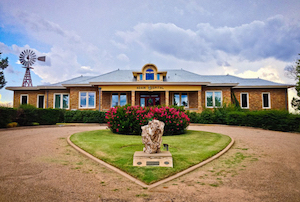 Discount hotels and attractions in Clarendon, Texas